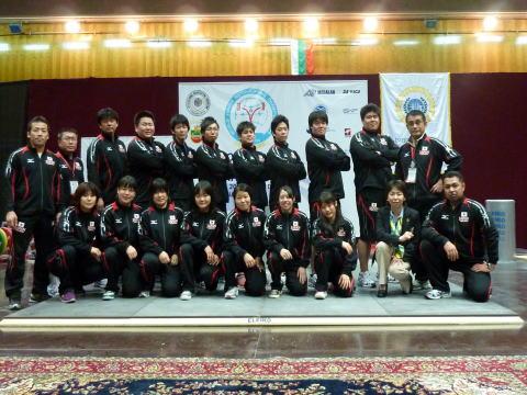 ジュニア世界選手権の日本選手集合写真画像