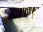 流れ込み橋下